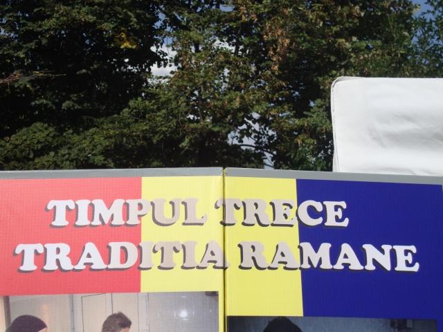 timpul trece-traditia ramane