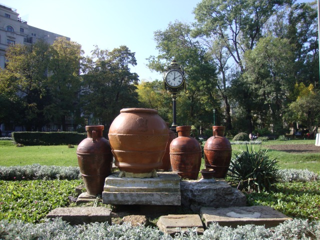 vase romane-parc cismigiu- romain potery cismigiu parc