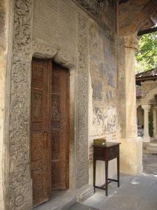poarta biserica Stavropoleos-entrance Stavropoleos church
